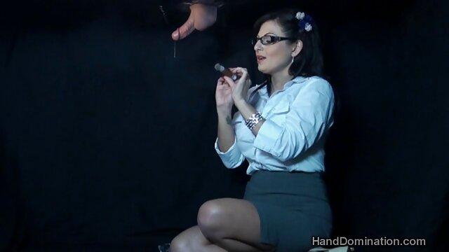Fotografo video lesbo tettone torcia fetish lavello pene nella vagina di abbronzatura modello